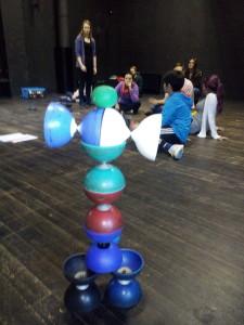 """Kinstwerke aus dem Workshop """"Jonglage und Diabolo"""""""